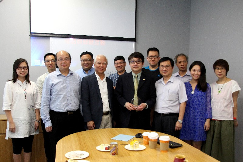 Group photo of Dr Lin and professors from the School of Communication