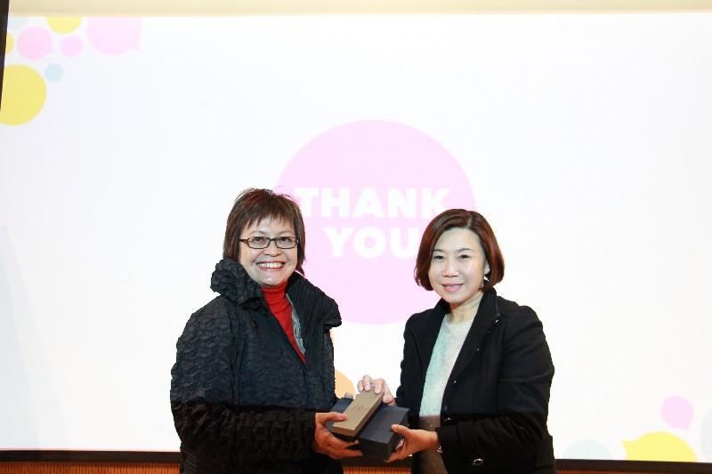 Dean Scarlet Tso, School of Communication, presented souvenir to guest speaker