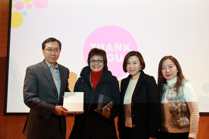 Gift presentation for Guest Speaker Ms Kitty Lun