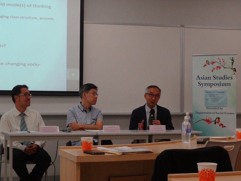 Open discussion between distinguished speakers and participants