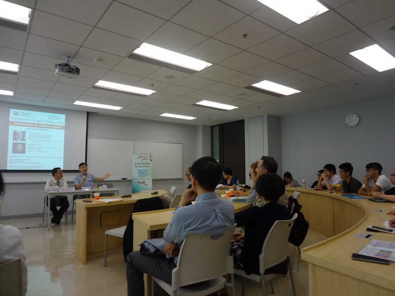 Discussion between Professor Ngo and participants