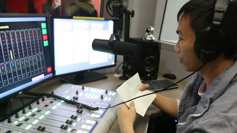Mr Eric Ng explained how to use the recording equipment in a studio -2