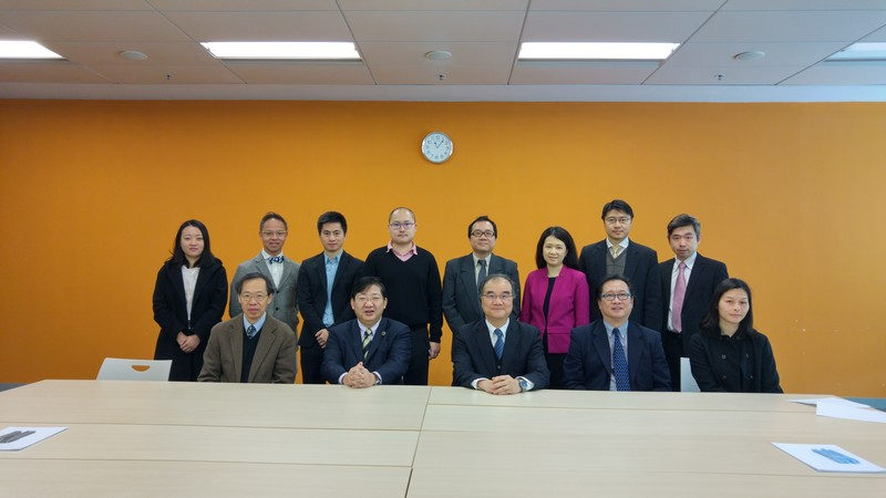 Mr Yau Shing-mu (centred, front row) and Ms Louisa Yan (first from right, front row) together with Prof Simon Ho, President, Prof YV Hui, Vice-President (Academic & Research), Prof Lawrence Leung, Dean of SDSC and colleagues from MST and SCM.