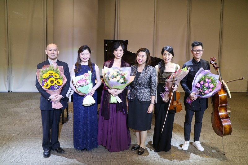 Associate Vice-President Scarlet Tso (Communications and Public Affairs) (third from right) thanked the five distinguished musicians.