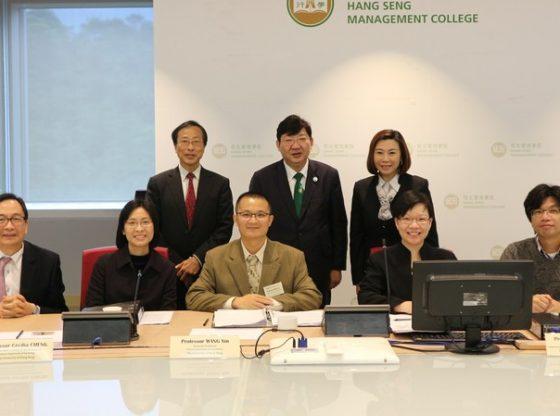 研資局監察及評核委員會成員與校方管理層會面。