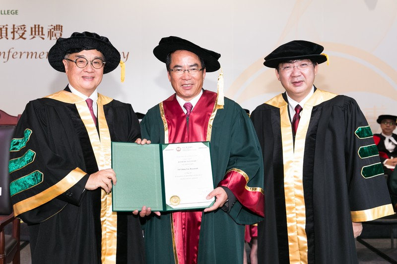 Council Chairman Dr Moses Cheng and President Simon Ho presenting the Honorary Fellowship certificate to Dr Raymond Or