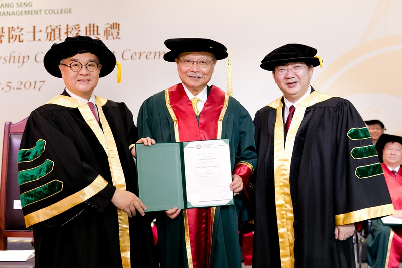 Council Chairman Dr Moses Cheng and President Simon Ho presenting the Honorary Fellowship certificate to Dr Michael Suen