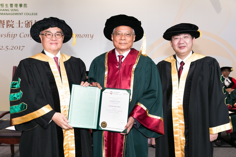Council Chairman Dr Moses Cheng and President Simon Ho presenting the Honorary Fellowship certificate to Mr Samuel Lam