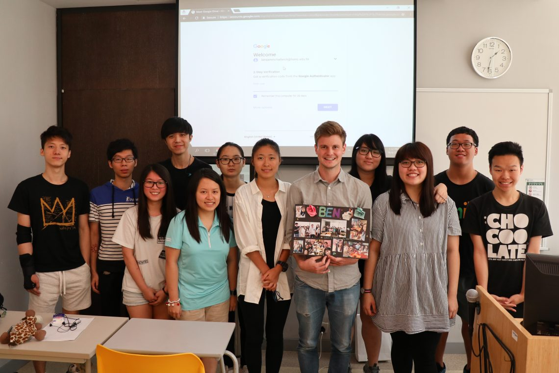 Group photo of Mr Benjamin Chadwick, teacher of the Summer Course, and students