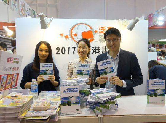 A reader took photo with two of the authors, Dr Eugene Wong (right) and Ms Emma Zhou (centred).