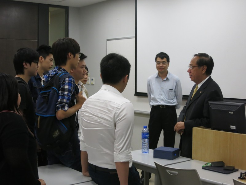 Professor Yip exchanged with HSMC staff and students