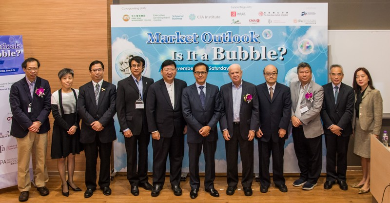 President Simon S M Ho (5th from left), Dr Edward Atlman (5th from right) and the Hon Kenneth Leung (6th from right) took a memorable photo together with the representatives of co-organiser and supporting units