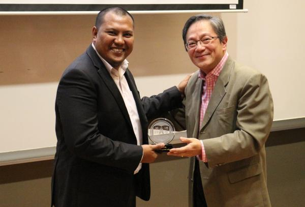 Dr David Chui (right) presented a souvenir to our speaker from IBFIM
