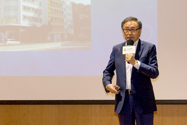 Mr Sunny Wong shared his stories and leadership experience with the audience