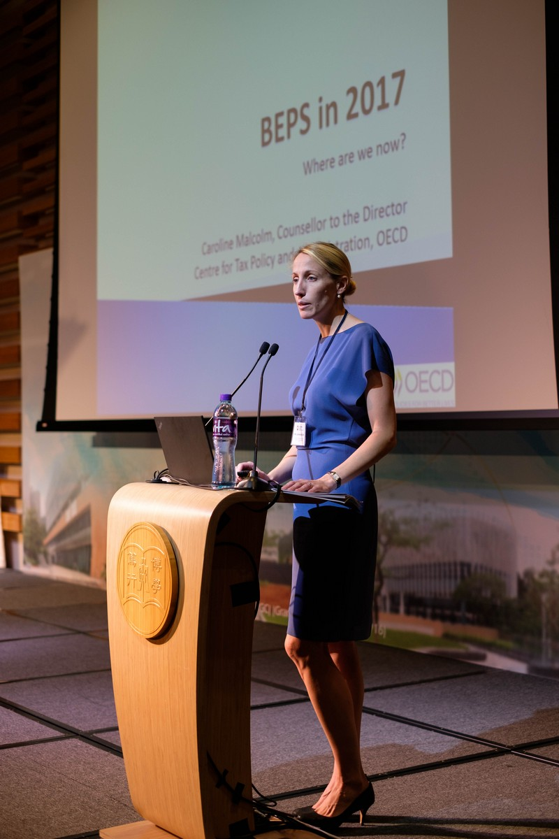 經濟合作與發展組織稅務政策及行政中心顧問 Caroline Malcolm女士作專題演講。