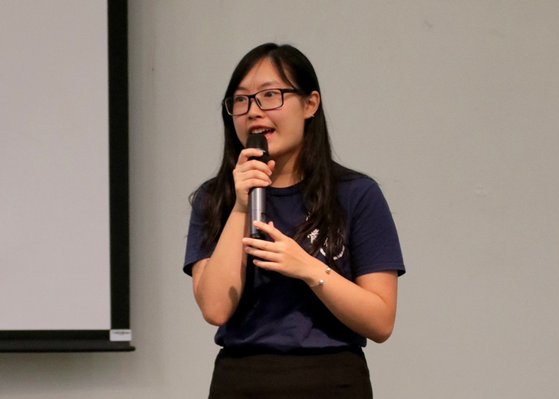 Ms Cherry Lau, President of the Student Association of Journalism and Communication (SAJC), introduced upcoming activities of SAJC.