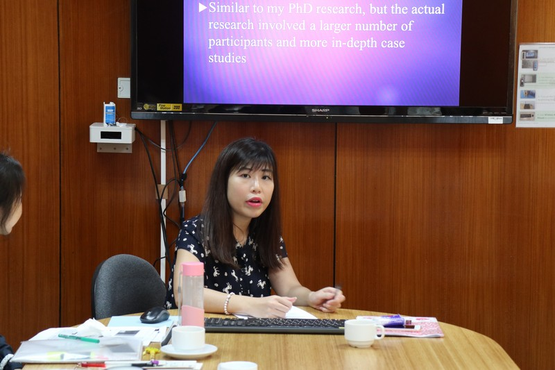 Dr Amy Kong shared her research findings on scaffolding strategies and social relationships in peer review.