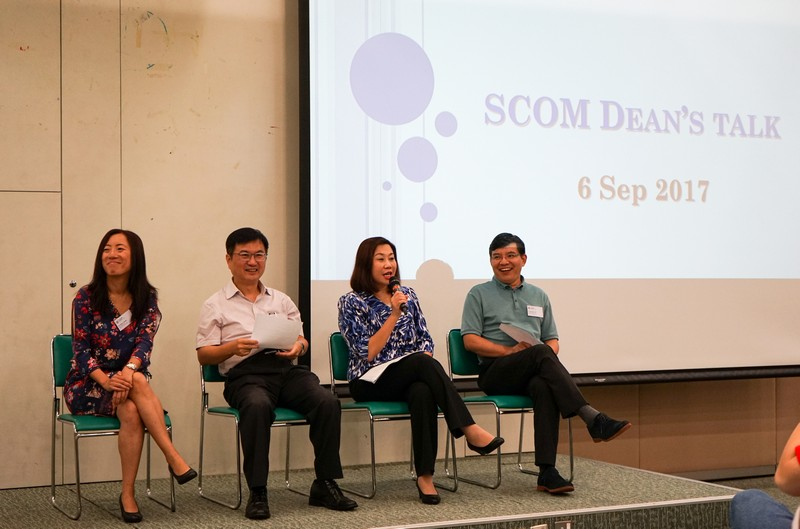 Dean Scarlet Tso (2nd from right), Associate Dean James Chang (2nd from left), Dr Howard Song and Dr Meily Cheung, Associate Professors of the School, talked to the students.
