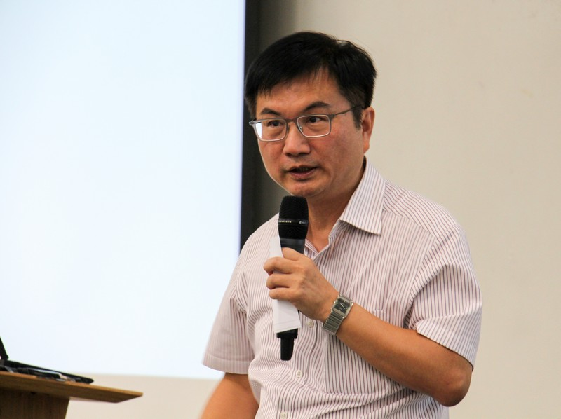 Associate Dean James Chang gave advice on further study.