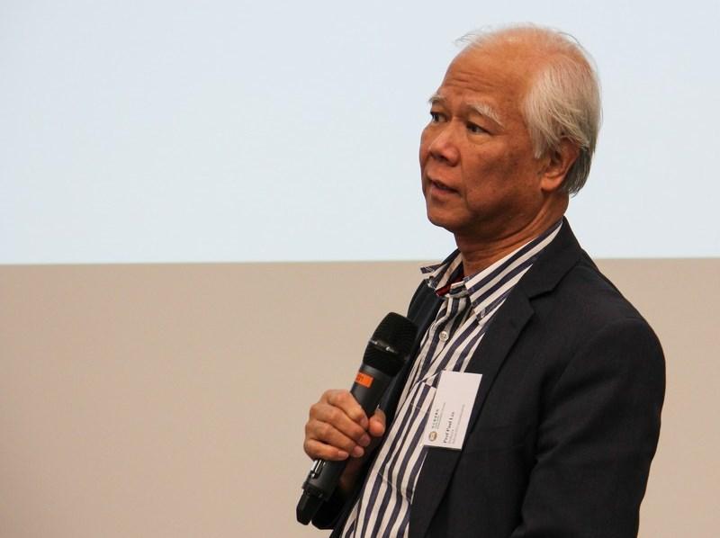 李少南教授為同學提供升學資訊。