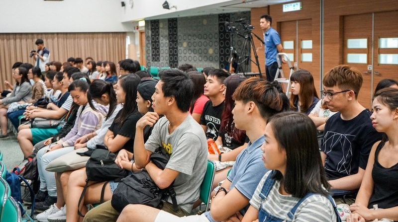Students attended the Dean's Talk. -1