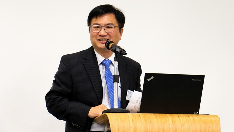 Associate Dean James Chang of School of Communication was MC of the talk.