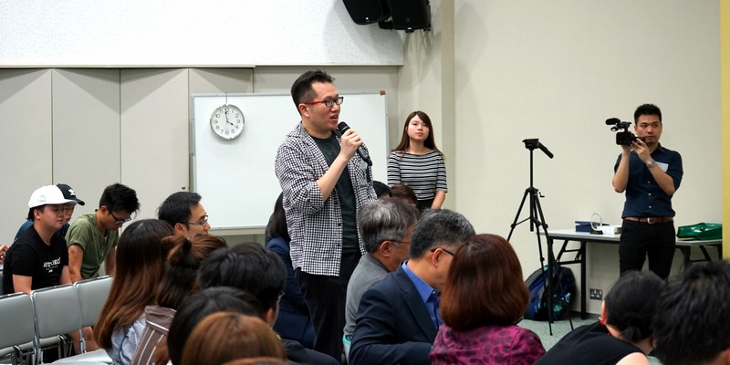 Dr Chan Chi Kit, Assistant Professor of School of Communication, raised questions.