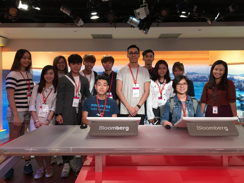 Ms Fion Li (1st from right), Bureau Chief of Hong Kong Bloomberg, showed the students operation of the production room.