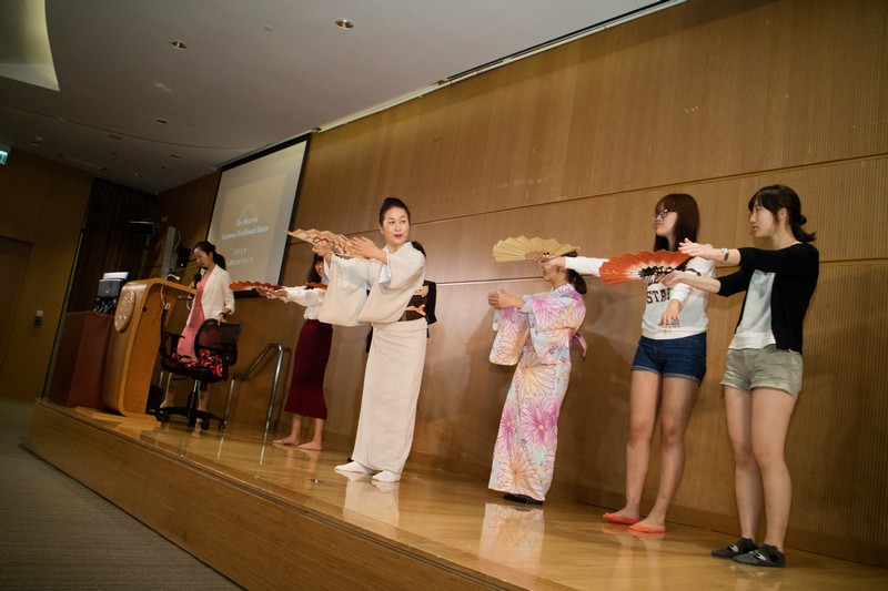 Chika taught students how to dance with a fan during the interactive session.