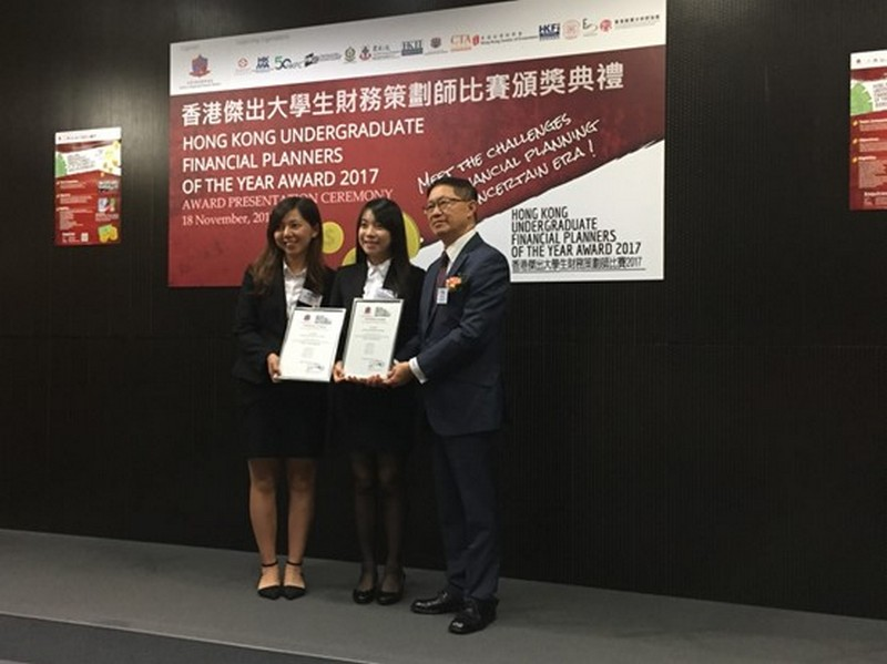 Two awardees receiving Certificate of Merits: (1st and 2nd from left) Mo Man Ching and Cheung Yan Ting