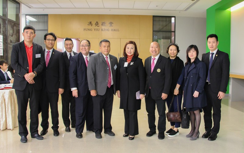 Dean Scarlet Tso with the guests from the Rotary Club of Mandarin HK at a campus tour -3