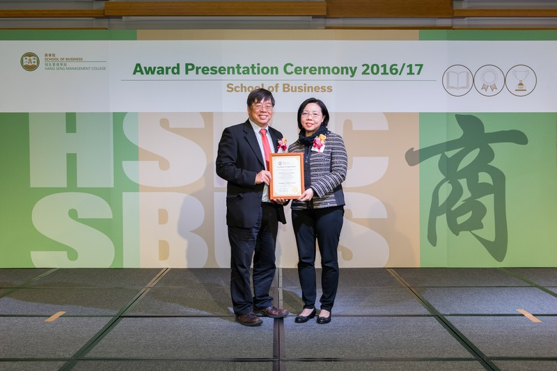 Prof Kevin Lam, Head of Department of Accountancy, presented the award to Dr Betty Kwok.