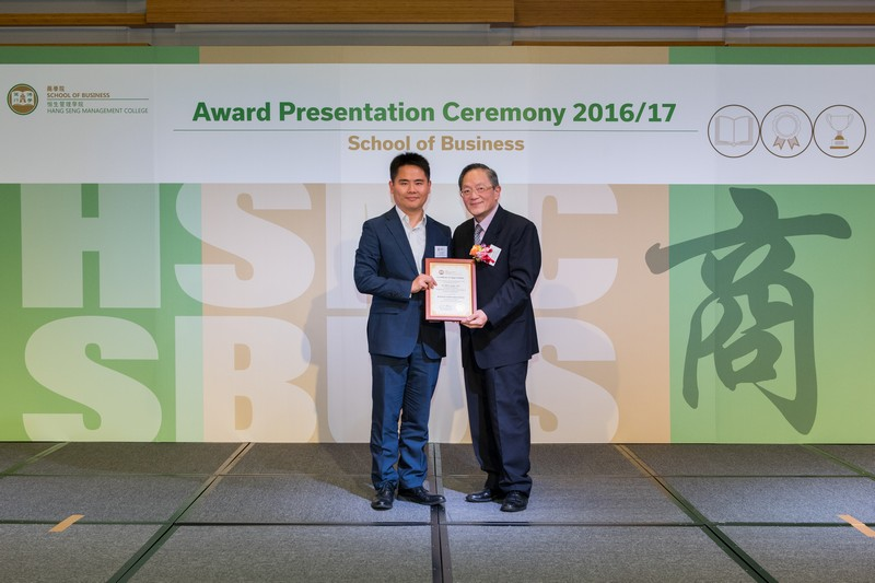 Dr David Chui, Head of Department of Economics and Finance (right), presented the award to Dr Jeff Shen.