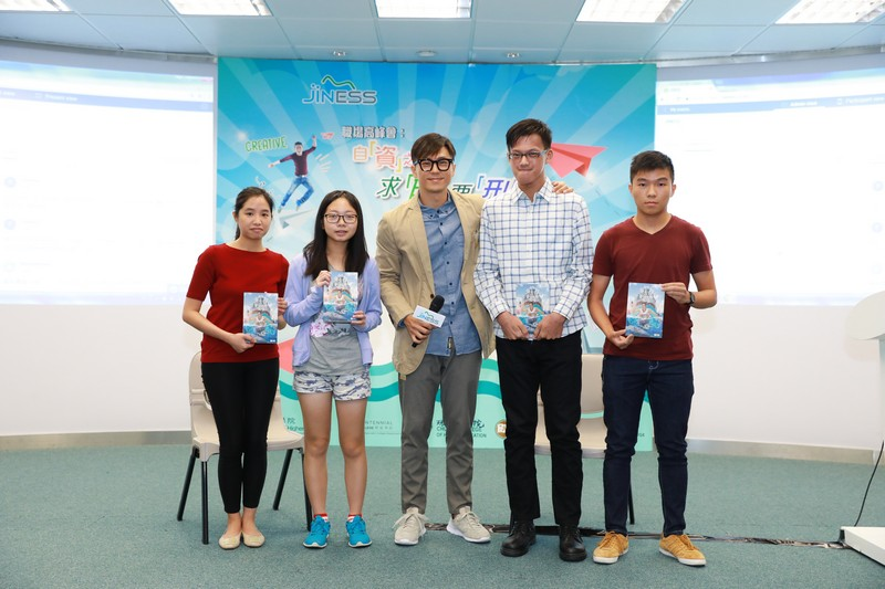 Mr Sammy Leung presented his book with his autograph to four students.