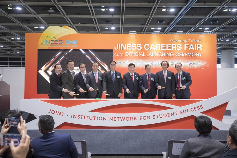 Mr Kevin Yeung, JP (fifth from left), the Secretary for Education of the HKSAR, officiated the Launching Ceremony along with Mr Wilfred Wong (fourth from left), Chairman of the Self-financing Post-secondary Education Fund Steering Committee, principals and representatives from the participating colleges.