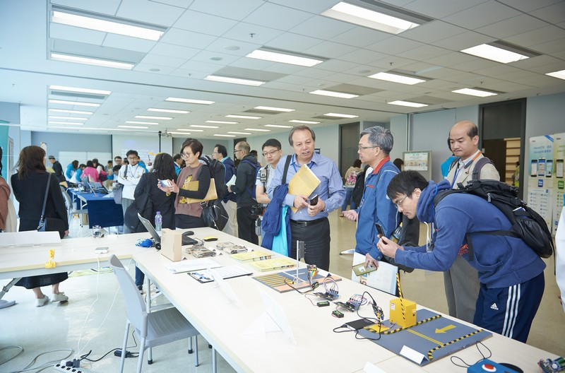 The exhibition at the event promoted new materials for STEM education.