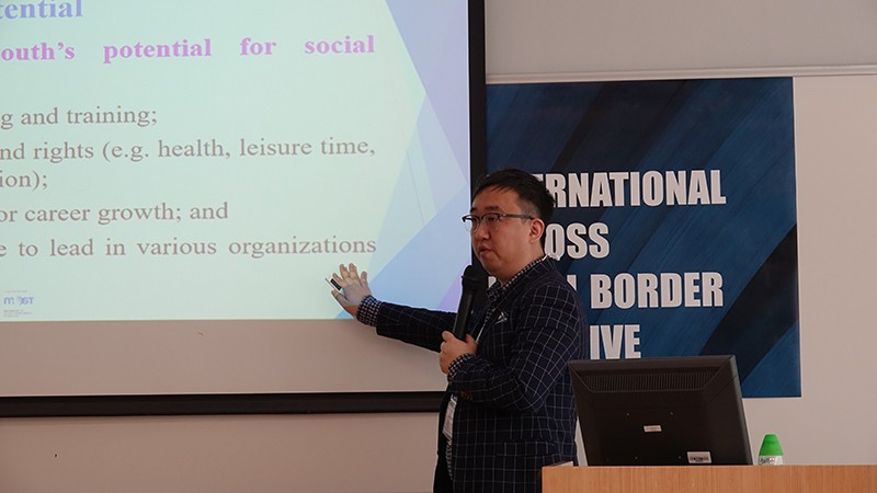 Dr Lawrence Lei, Assistant Professor at HSMC, delivered his speech.