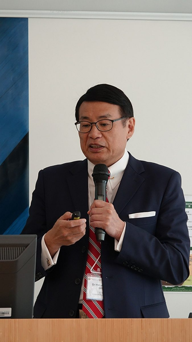 Dr William Leung, Chairman of Employee Retraining Board, delivered his speech.
