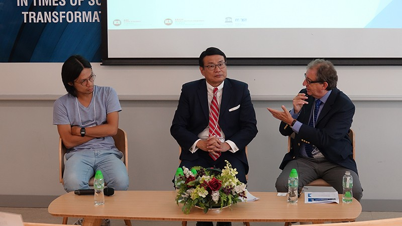 Tri-partite discussion by Mr Niki Wong, Policy Research Officer of Oxfam (1st from left), Dr William Leung and Professor Peter Prowse