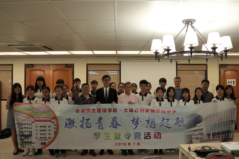 Group photo of Mr David Day, Chief Executive of Tin Ka Ping Foundation; Professor Thomas Luk, Dean of the School of Humanities and Social Science and Head of the Department of English; teachers from the Department of English; and teachers and students from Dapu County Tin Ka Ping Experimental High School