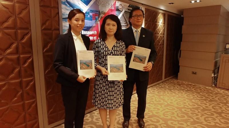 (左起)馬凱琳博士、黃惠虹博士及梁志堅教授