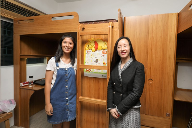 Ms Cheang visited HSMC Jockey Club Residential Colleges and talked with student residents.