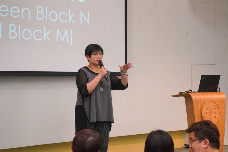 Ms Glacial Cheng, Senior Lecturer, introduced the School and all academic and administrative staff to the freshmen.