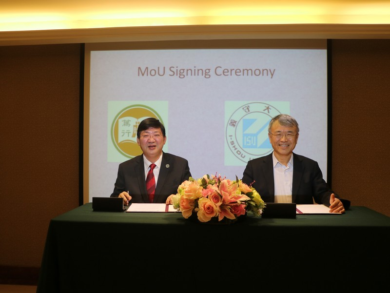 President Simon Ho and ISU President Roger Chen signed the MOU.