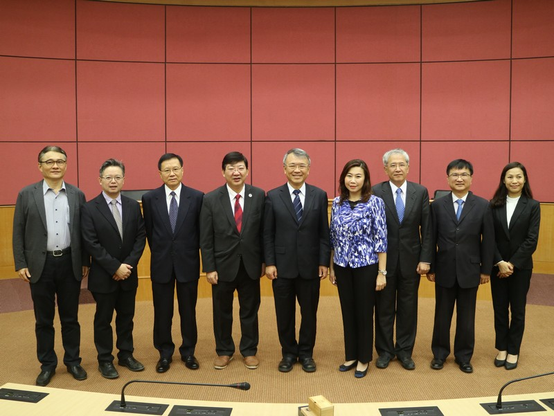 The HSMC delegation and ISU President Roger Chen and the management team