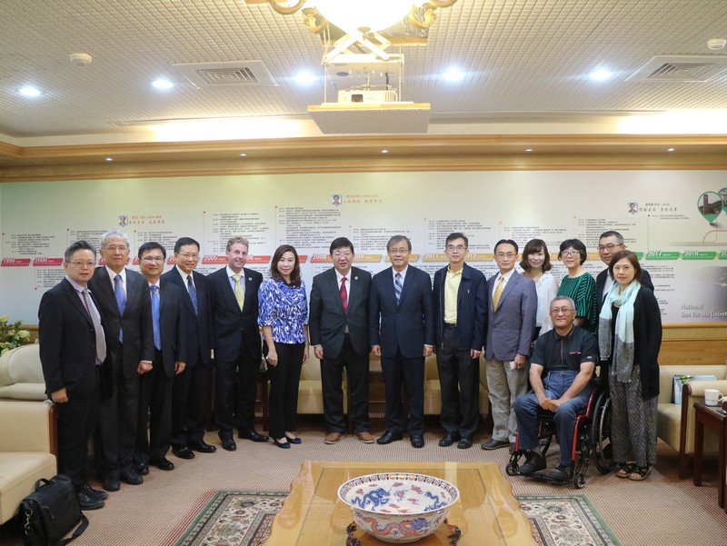 The HSMC delegation and NSYSU President Ying-Yao Cheng and the management team