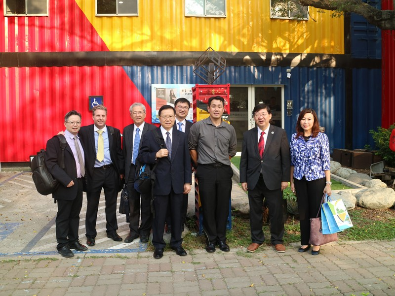 The HSMC delegation visited the Innovation and Incubation Center of NSYSU.