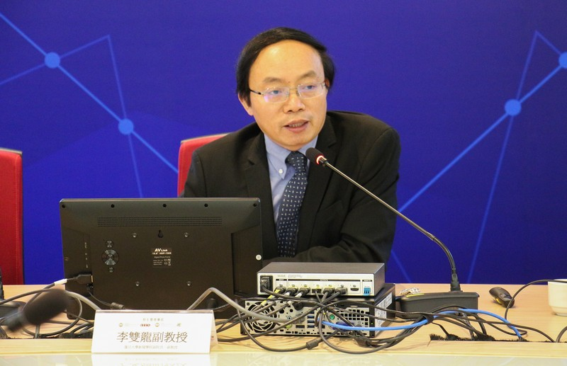 Chairperson of Panel Discussion 2, Professor Li Shuang Long, Associate Dean and Associate Professor of Journalism School, Fudan University