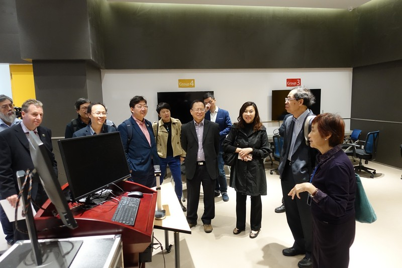 The HSUHK delegation visited the Active Learning Classroom at UIC.