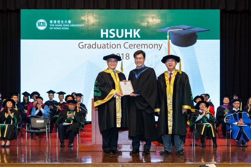 2017-18 HSUHK Teaching Excellence Award recipient Mr Brian So from the School of Communication (middle)